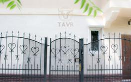 Вход в Гостевой Дом ТАВР Ялта