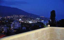 Ночью, вид с террасы Гостевого Дома ТАВР Ялта Крым